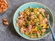 Рецепта Фузили паста с риба тон, зелен боб, босилеково песто и бадеми